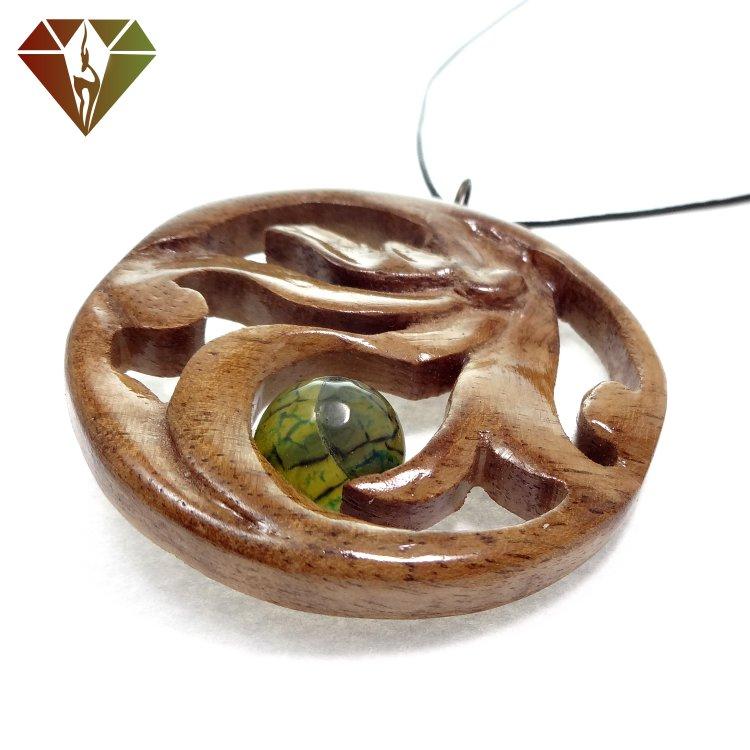 رومانتویی چوبینه گوهر عقیق سبز لیزری