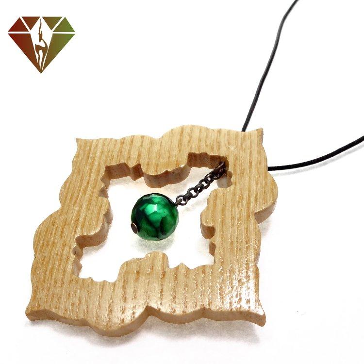 رومانتویی چوبینه گوهر عقیق سبز